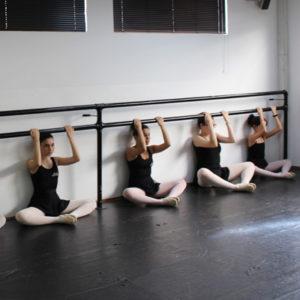 dançarinas alongando ballet funcional